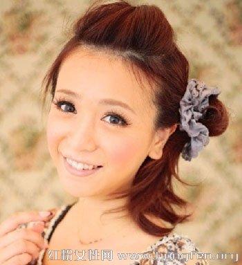 可爱女孩长发简单扎头(7)