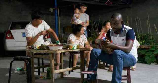 非洲小伙迎娶中国女人为妻 生儿子以后却坚持回到非洲