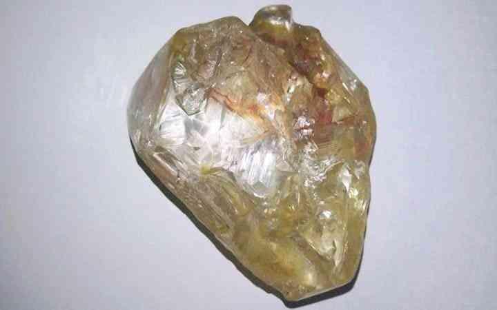 非洲男子挖到4亿钻石为何上交国家