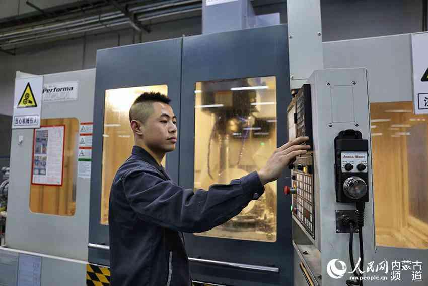 中国诞生全球最大450公斤级蓝宝石晶体