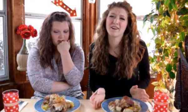 外国人把猪蹄子这样吃 咱们中国人看了直喊太