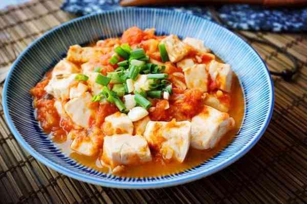 西红柿炒豆腐好吃又实惠有营养,日常简单15分钟之内就能做完